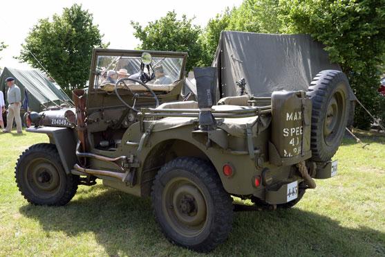 une jeep de la derniere guerre