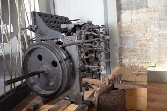 une extremite de la machine a faire des cordages