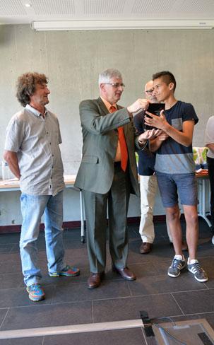 le recteur de l academie de nantes remet le trophee du prix de la sportivite 2018 à ragot dylan