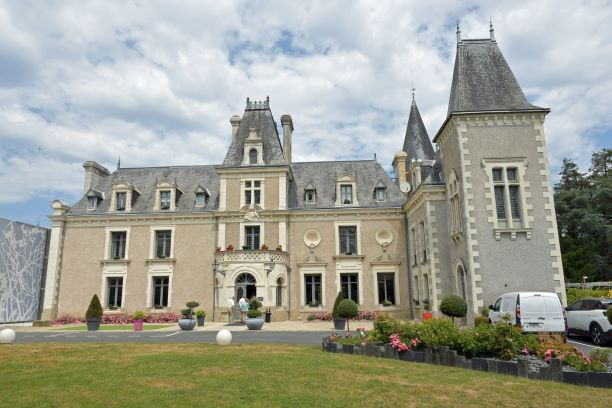 le chateau de la barbiniere a saint laurent sur sevre