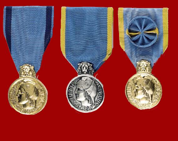 Les trois Medailles de la Jeunesse et des Sports