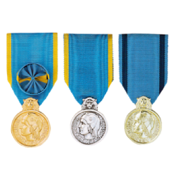 les trois medailles de la jeunesse des sports et de l engagement associatif